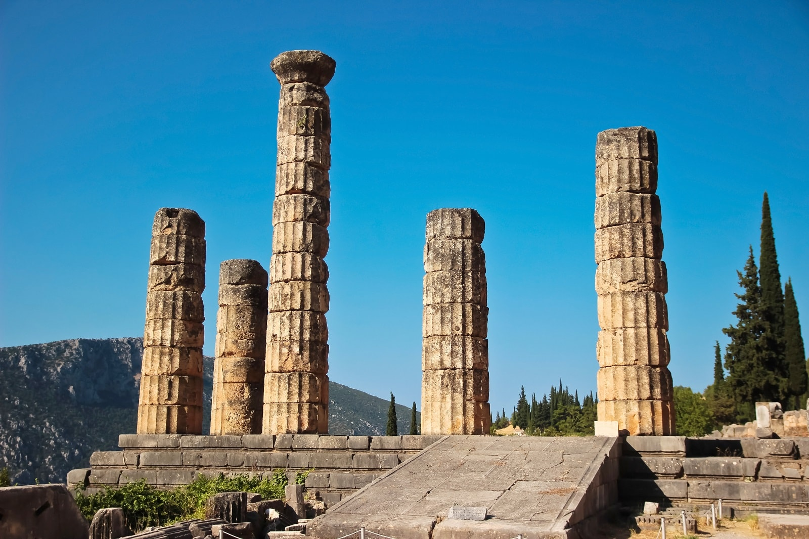 Family friendly Tour to Delphi Archaeological Site kidslovegreece temple of Apollo oracle Pytheia