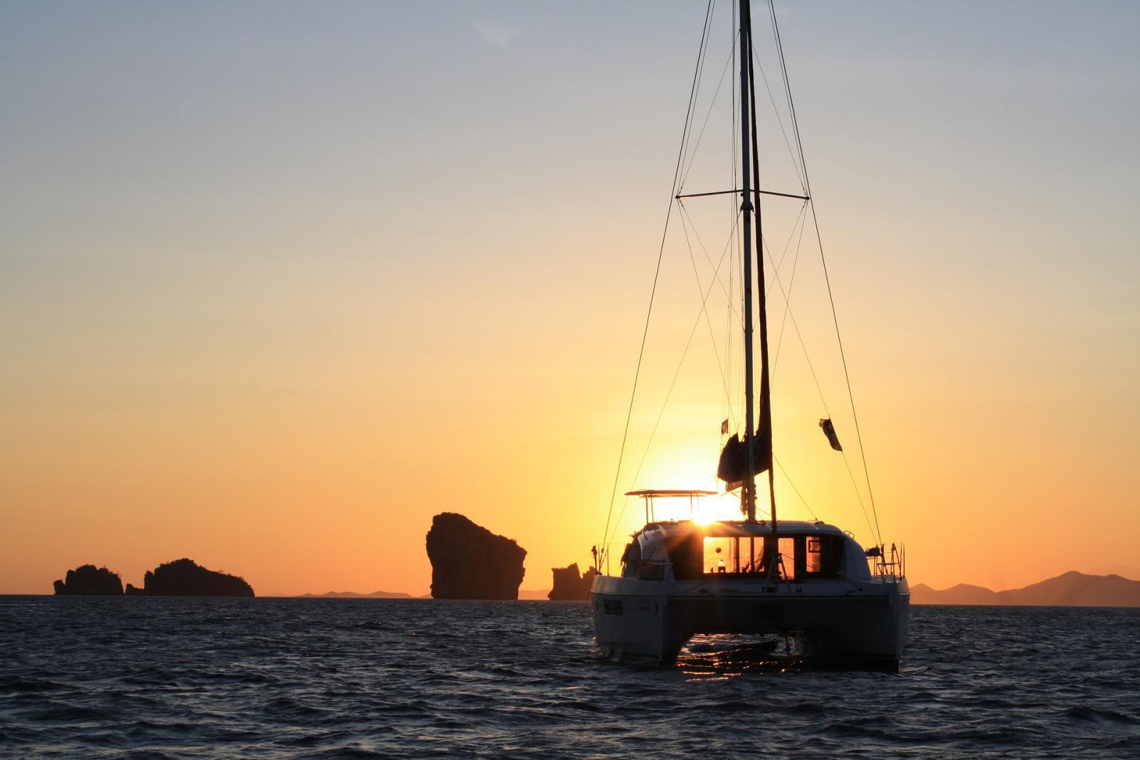Santorini family sailing sunset tour KidsLoveGreece.com